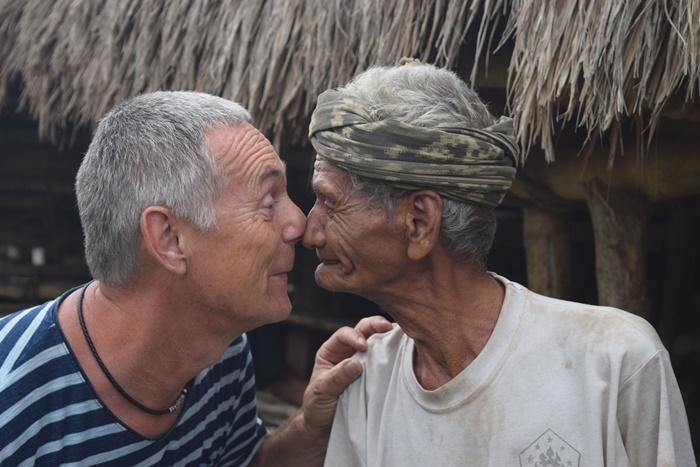 숨바여행Nose-Kiss-Tradition-in-sumba.jpg