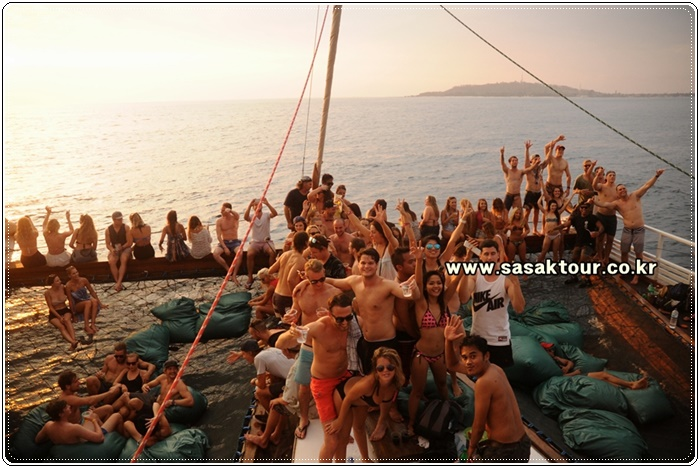 partyboat4e2bc8d81d90ef10d1c1647e0a73187f.JPG