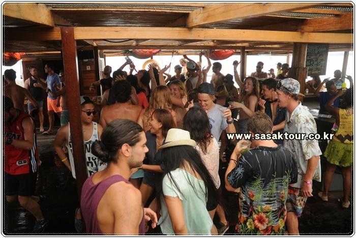 partyboat7a480905ea983cb5dee58245f47b819d.JPG