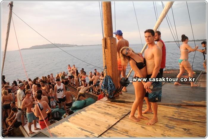 partyboat9cca9199ab9287c14b789e8e7d70f88a.JPG