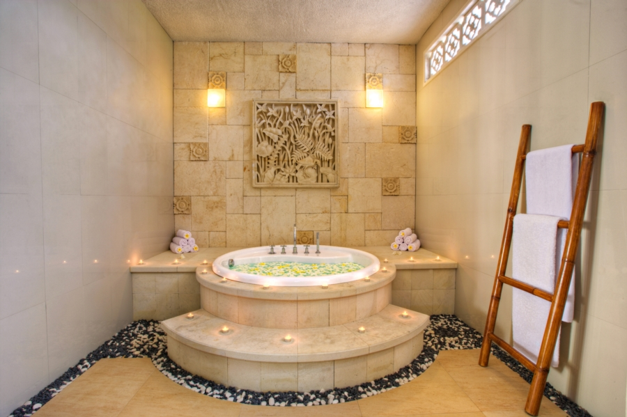 Bath tub one bed room pool villa.jpg